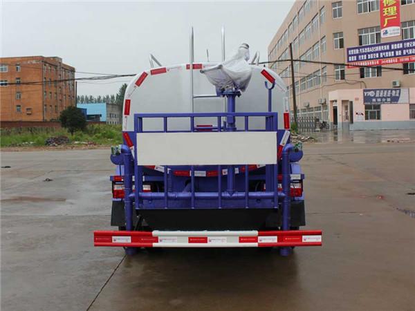东风5吨洒水车