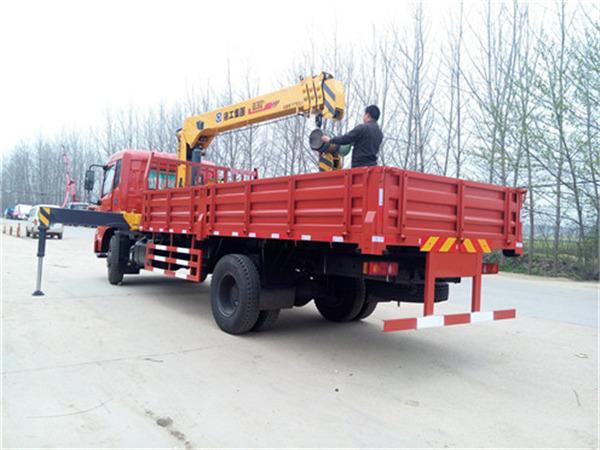 东风天锦6.3吨随车吊