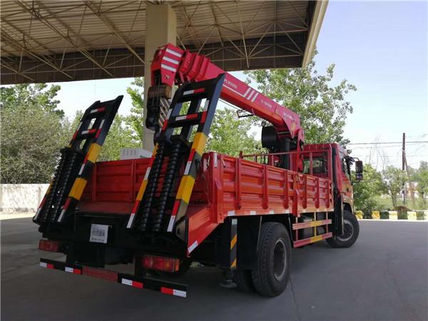 东风8吨随车吊挖机拖车