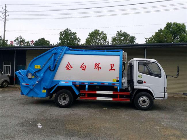 东风5方压缩垃圾车准备发车图片