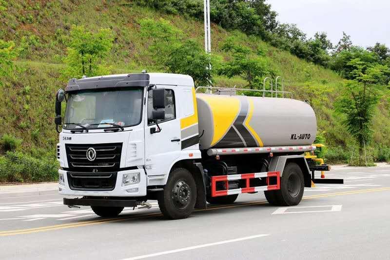东风华神12吨洒水车